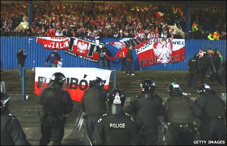 Polish fans and police