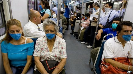 Commuters in Mexico City, 28 April 2009