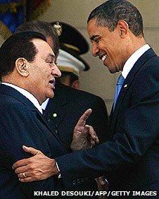 Egyptian President Hosni Mubarak (L) greets US President Barack Obama (R) in Cairo