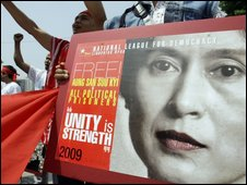 A protest calling for the release of leader Aung San Suu Kyi (24/05/09)