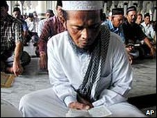 Acehnese men read the Koran, Baiturrahman mosque in Banda Aceh