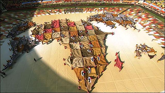 Un mural que representa els continents (amb Àfrica destacada) a la cerimònia inaugural del mundial 2010