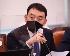 김용민, '죽음의 표현'신현수 파문에서 '윤석열의 그림자 보여주기'… 부적절한 행동 '