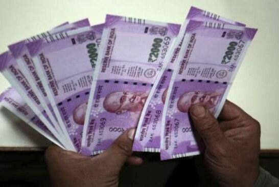आम उपभोक्ताओं के पास रुपये की कमी का अंदाजा इस बात से भी लगाया जा सकता है