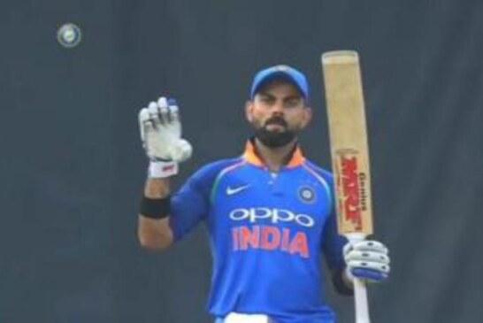 विराट कोहली के इशारा से मैच में बदल गया बल्लेबाजी क्रम