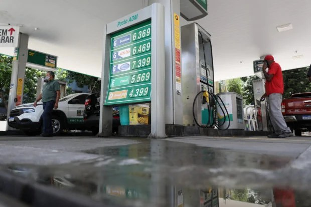 Special Report: In Brazil, organized crime siphons billions from gas stations