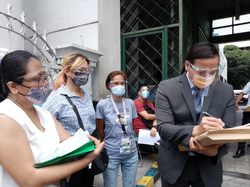 Court Administrator Jose Midas Marquez personally received the letter of human rights defenders to Chief Justice Alexander Gesmundo. JUCRA pool photo