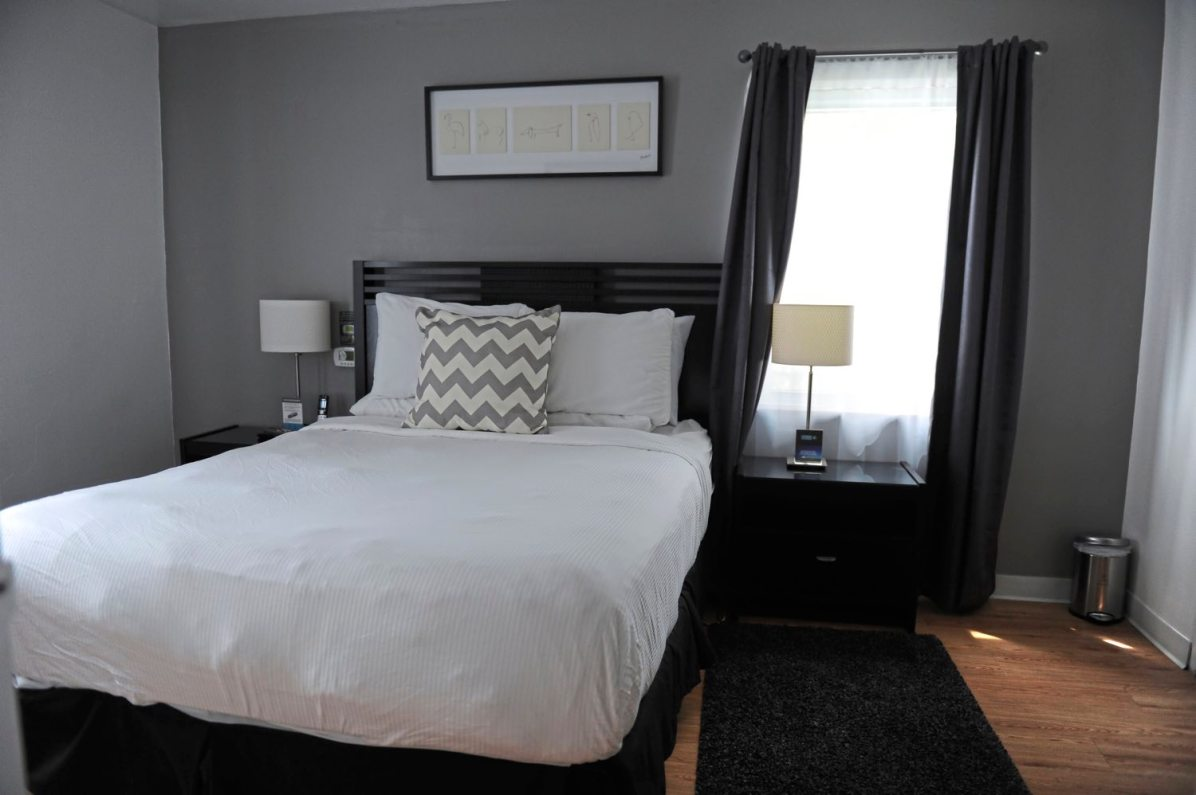 A bedroom in the Shadyside Inn All Suites Hotel suite. (Pam Panchak/Post-Gazette)
