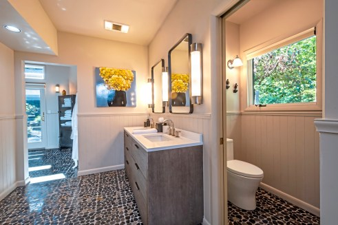 The master bathroom. (Piatt Sotheby's)