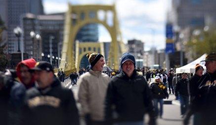 The day began with fans streaming across the Roberto Clemente Bridge. (Steve Mellon/Post-Gazette)
