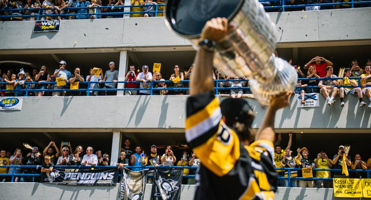 Fans cheer from the InterPark parking garage on the boulevard as Kris Letang raises the cup. (Haley Nelson/Post-Gazette)