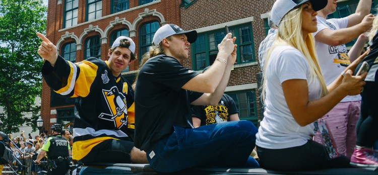 Evgeni Malkin acknowledges fans. (Rebecca Droke/Post-Gazette)