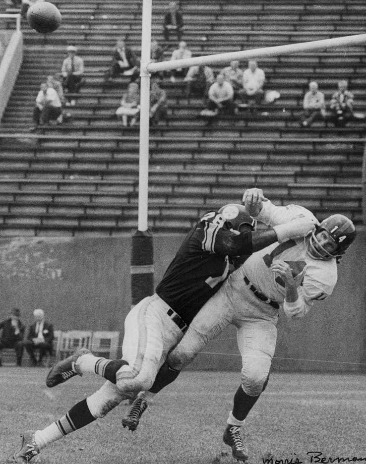 7b7a817ee12 Y.A. Tittle against the Steelers at Pitt Stadium