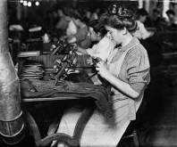 1907: Women working in a Pittsburgh cigar factory. (Lewis Hine)
