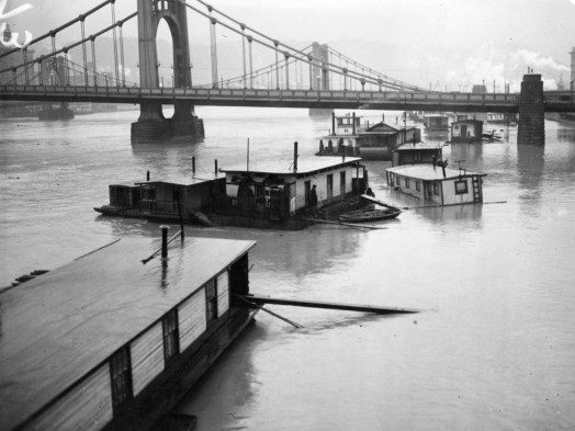 House boats afloat at 6th Street Bridge (The Pittsburgh Press photo)