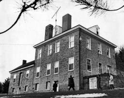 The Yablonskis lived and died in a 200-year-old stone farmhouse. (Pittsburgh Press photo by Al Herrmann Jr.)