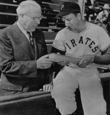 March 4, 1949: Ralph Kiner and Pittsburgh Mayor David Lawrence at spring training camp in San Bernandino, Calif. (Photo credit: Associated Press)