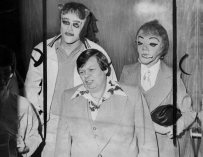 Gill, flanked by masked Frank Cocchiara, left, and Donna Potts at Public Safety Building in 1979. (Kent Badger/The Pittsburgh Press)