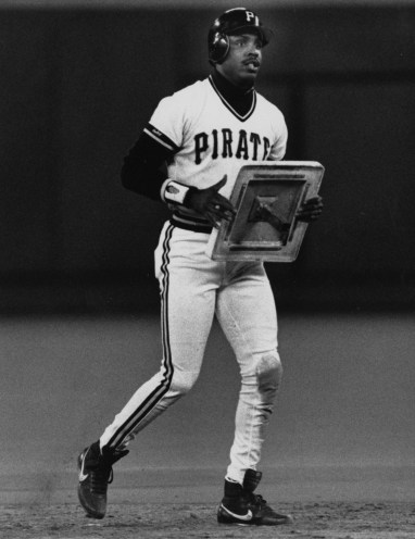 Sept. 22, 1990: Bonds literally stealing his 50th base of the year. (Post-Gazette photo)