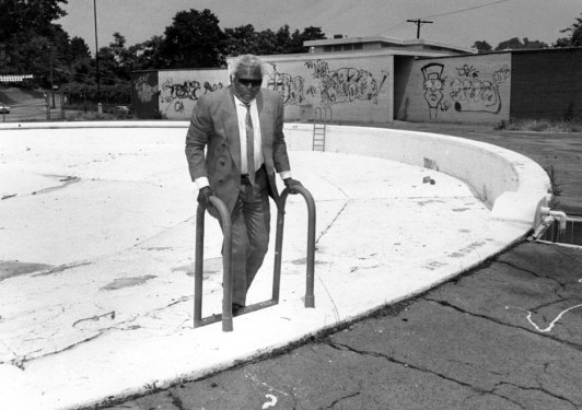 Milliones toured the Ammon Recreation Center in the Hill District in 1990.(John Beale/Post-Gazette)
