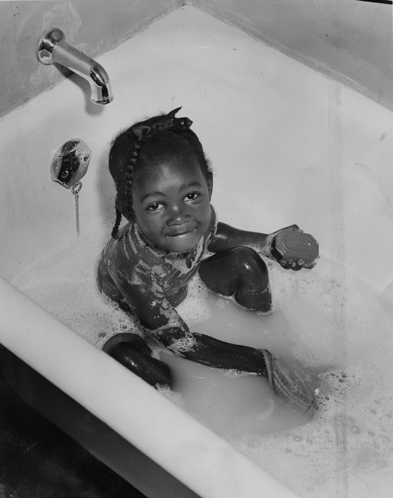 July 17, 1960: Two-year-old La Burna in suds and hot water at Bedford Dwellings. Her family told The Pittsburgh Press they had nothing of the sort in their former slum. (Credit: The Pittsburgh Press)