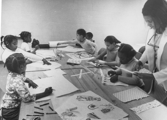 Lois Thompson, a University of Pittsburgh student, instructs and art and game class at Hill House Center in 1975. (Albert French/Post-Gazette)