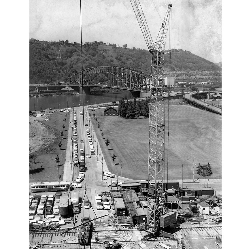 The 333-foot crane, called largest in the world, at work on the Point. (Pittsburgh Press photo)