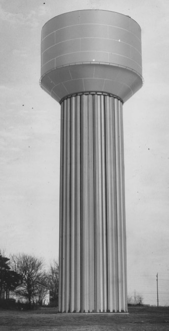 Sept. 26, 1962: This Florence, Ky., tower was fabricated and erected by Pittsburgh-Des Moines Steel Co. and was the first of its kind — a 100-foot-high Hydro Pillar. (The Pittsburgh Press)