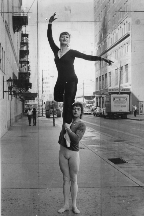 Sept. 12, 1976: Alexander Filipov and Kaleria Fedicheva preparing for Maria Sabinaon on a Downtown street. (Kent Badger/The Pittsburgh Press)