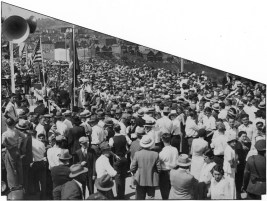 Spectators crowded onto the bridge deck for a dedication ceremony on Sept. 10, 1932. (The Pittsburgh Press)