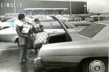South Hills Village stores were crowded (Morris Berman/Post-Gazette)