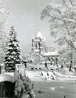 Mount Lebanon Cemetery, Jan. 8, 1976, (Pittsburgh Press photo)
