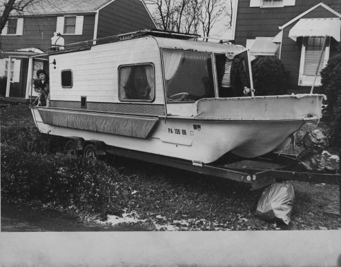 This 1978 image shows Genevieve and Cliff Hellard aboard the decks of their houseboat, which is on wheels.