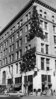 The tree being assembled in 1979. (Ross Catanza/The Pittsburgh Press)