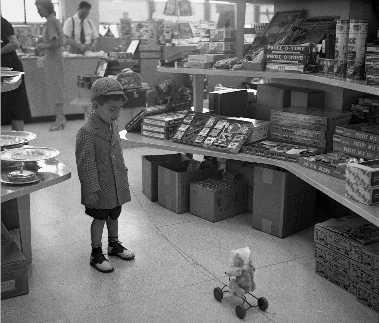 August 1952: This young traveler passed time in a toy store. (Stewart Love/The Pittsburgh Press)