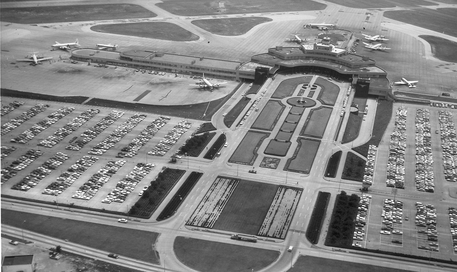 Aerial view of the airport in 1968. (The Pittsburgh Press)