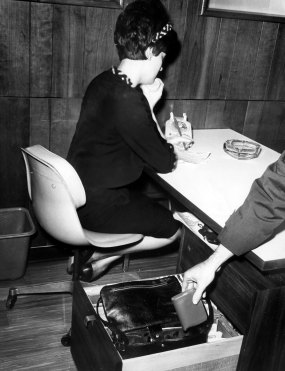 Women, don't leave your purse in view of unscrupulous customers, warned the Pittsburgh Press in 1966. (Ed Morgan/The Pittsburgh Press)