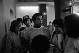 Tony Dorsett, Pitt grad and Dallas running back, surrounded by admirers (Morris Berman/Post-Gazette)