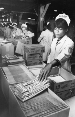 Catherine Burns of the North Side packs a shipment of Zagnut bars. Picture taken July 6, 1972. (Pittsburgh Press)