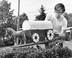 A covered wagon holds the mail for bob Lewis and his family in Bethel Park. Photo published Nov. 21, 1971. (Pittsburgh Press)