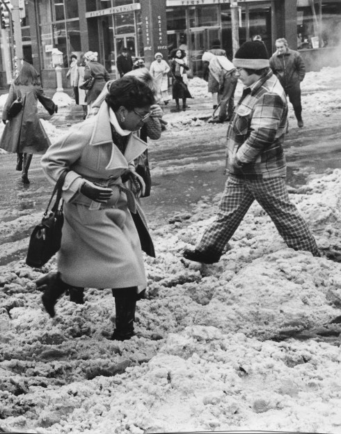 Downtown workers negotiate the slush at Stanwix Street and Liberty Avenue on Jan. 18, 1978.