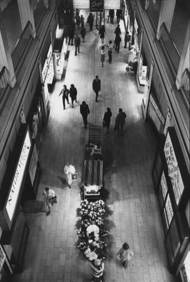 Jenkins Arcade of Nov 11, 1983. It was still open, though many stores and offices were closed. (Tony Tye/Post-Gazette)