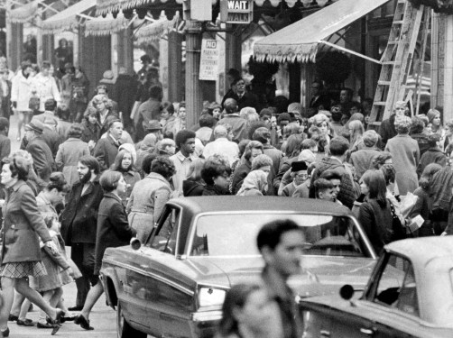 Shoppers crowd a Downtown sidewalk before Christmas in 1972. (Pittsburgh Press)