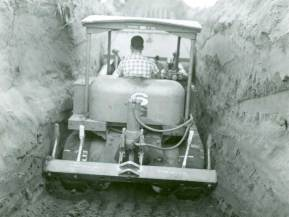 The rush to salvage artifacts before they were flooded by the planned Tocks Island Dam sometimes prompted excavations that looked like mining, like this one at the Friedman Site, led by the New Jersey State Museum. The dam was never built. (National Park Service, DEWA Archives)
