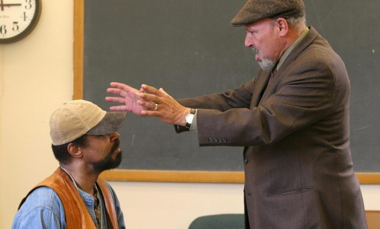 "August Wilson talks with actor Anthony Chisholm during rehearsal of Wilson's play ""Radio Golf"" at Yale University in New Haven, Conn., in 2005.(AP Photo/ Michelle McLoughlin)"