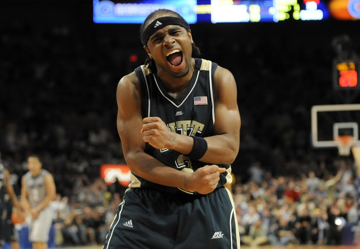 Pitt's Levance Fields celebrates near the end of the game as his team went on to defeat Georgetown in the Big East Championship at Madison Square Garden Saturday, March 15, 2008. (Matt Freed/Post-Gazette)