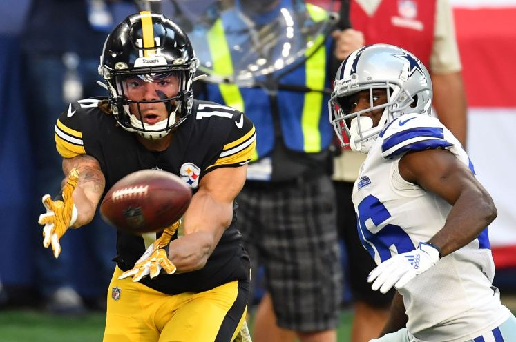 Steelers wide receiver Chase Claypool just misses pulling in a pass against the Cowboys, Sunday, Nov. 8, 2020, at AT&T Stadium in Arlington, Texas. (Peter Diana/Post-Gazette)
