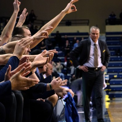 Toledo head coach Tod Kowalczyk watches his bench react to a three-pointer by Nate Navigato during the second half of a MAC basketball game on Tuesday, March 5, 2019. BLADE/LORI KING
