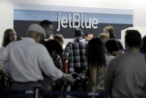 Customers can place an order online for the Bags VIP service up to one hour prior to departure from all JetBlue domestic airports as well as Puerto Rico and the U.S. Virgin Islands. (Credit: © Mauricio Pascual)