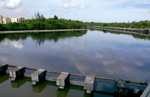 A view of part of the Martín Peña Channel in Hato Rey. (Credit: © Mauricio Pascual)